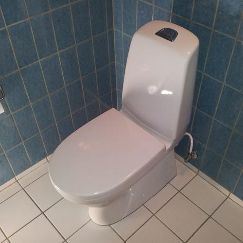 Nyt toilet Professionelt monteret Gustavsberg Nautic 5500L