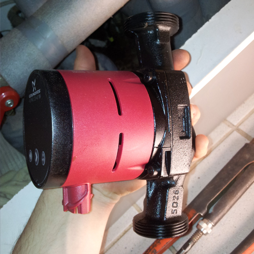 Skift cirkulationspumpe vend pumpehus