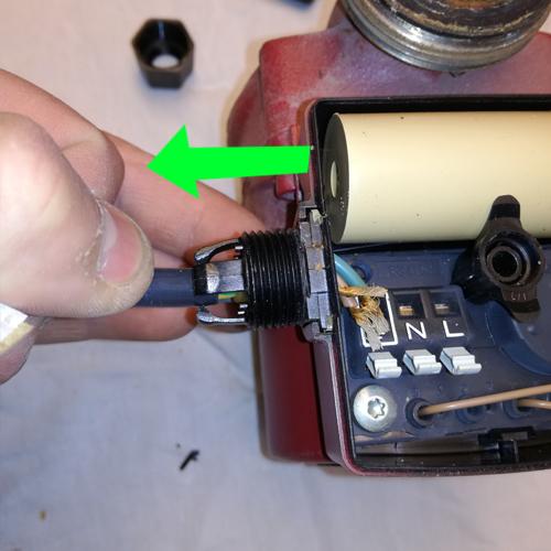 Cirkulationspumpe afmonter strøm 08