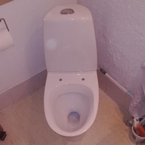 01 Montering af toilet med skruer